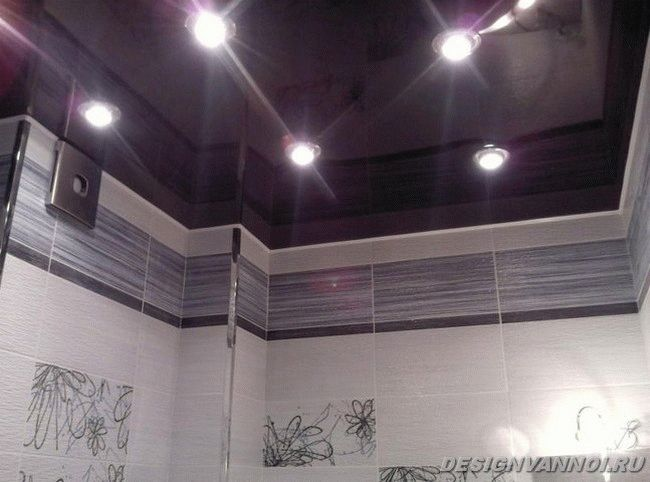 натяжной потолок в ванной фото