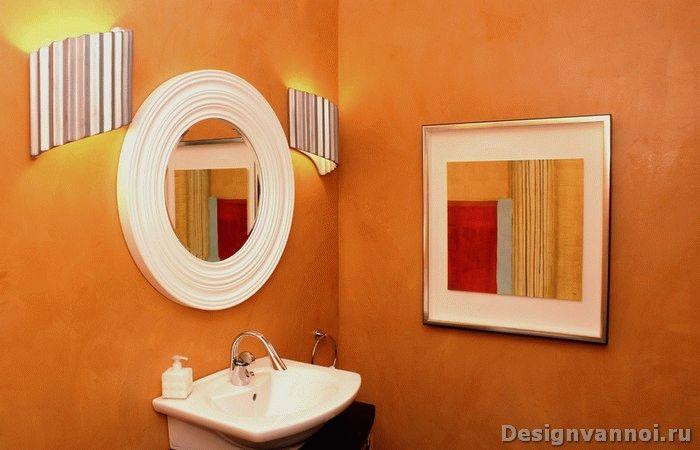 Зеркало в дизайне интерьера оранжевой ванной комнаты