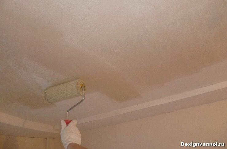 чем покрасить потолок в ванной комнате