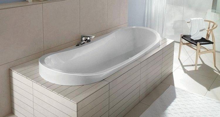 как закрепить ванну к полу